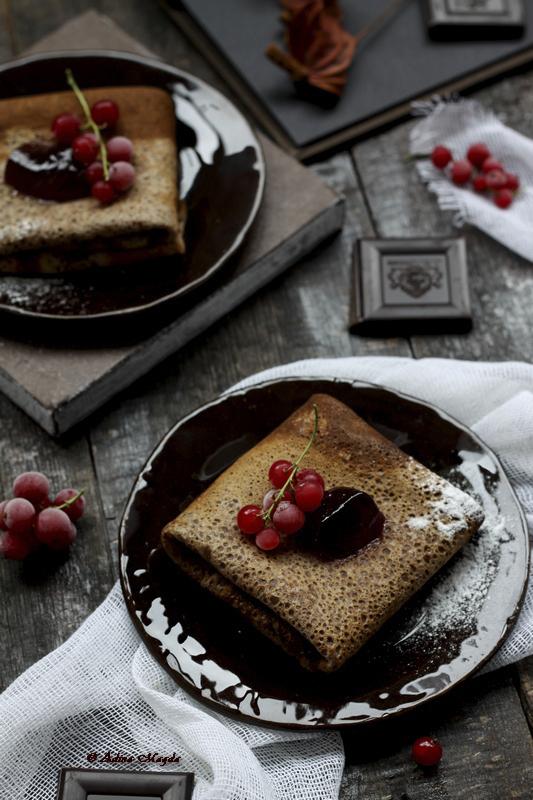 Clatite cu ciocolata si coacaze rosii