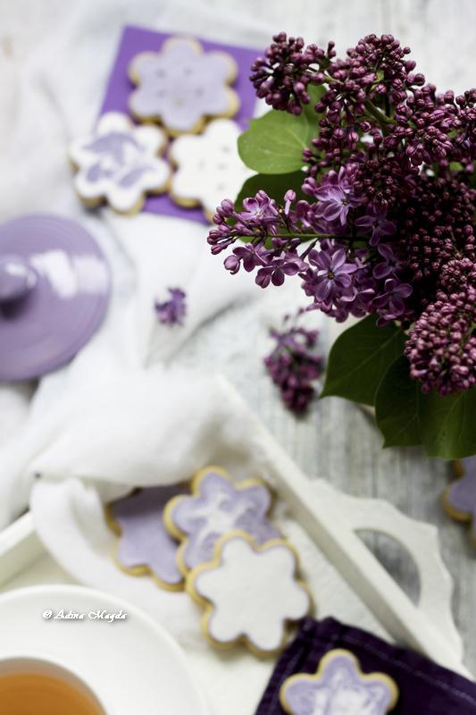 Flori de liliac si biscuiti cu lavanda
